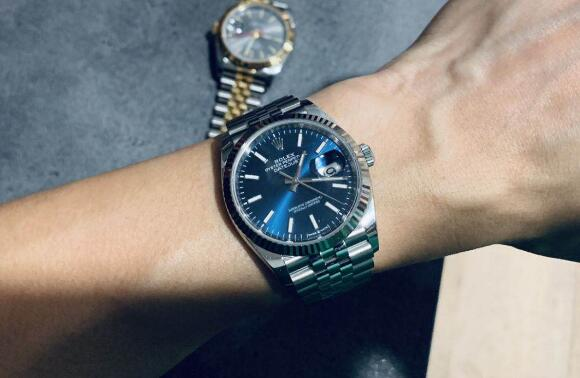 The blue dial Datejust is a good choice for formal occasion.