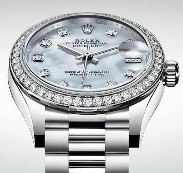 The mother-of-pearl dial is mysterious and romantic.