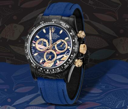 The blue timepiece perfectly presents the charm of the ocean.