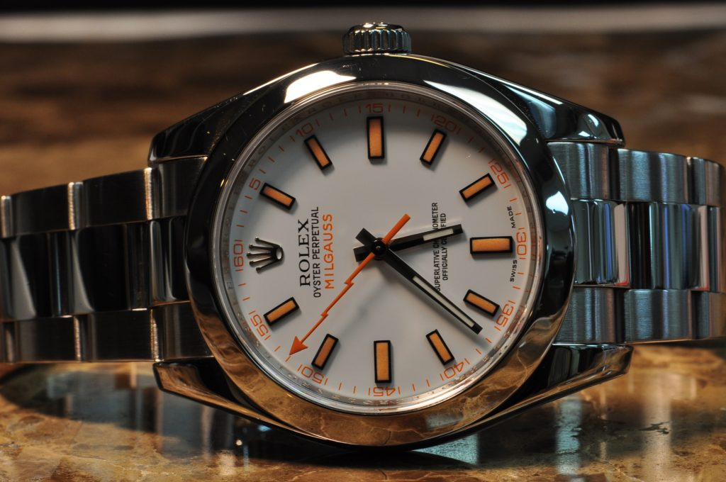 The Oystersteel replica watch has white dial.