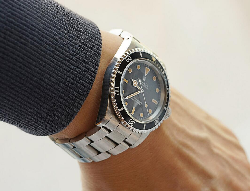 Best cheap replica watches are classic for the black color.