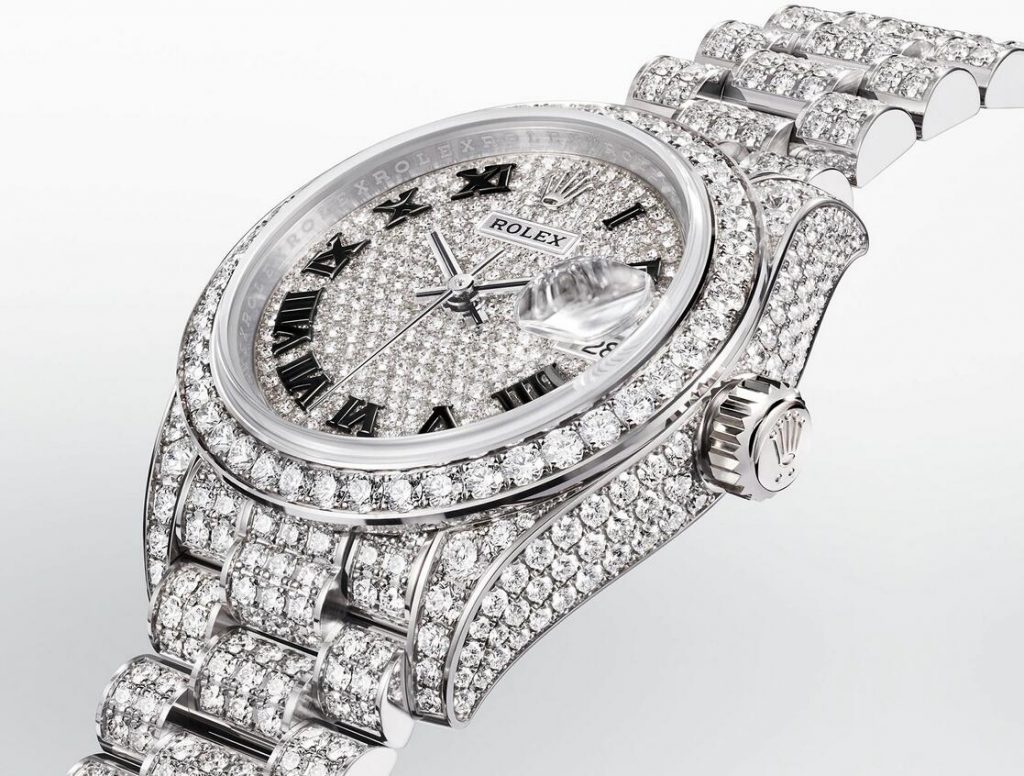 AAA replica watches seem extremely luxurious with diamonds.